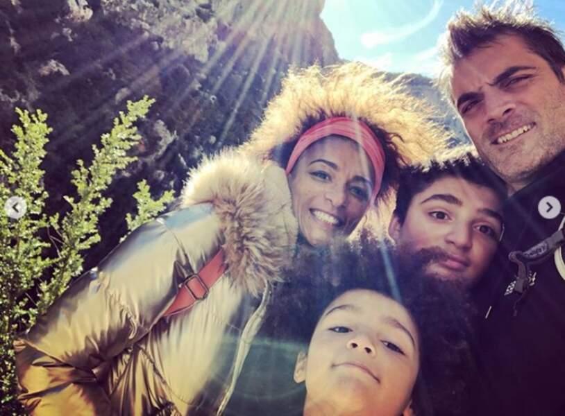 Portrait de famille pour Gil Alma, sa femme Aminata et leurs enfants Charlie et Sacha.