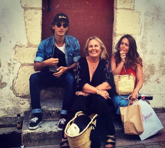 Valérie Damidot ne pouvait pas être mieux entourée avec ses deux enfants