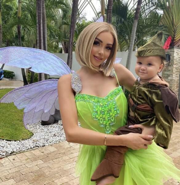 Nabilla déguisée en fée avec son fils