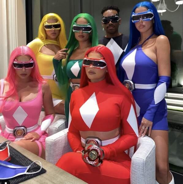 Kylie Jenner et son groupe en Power Rangers