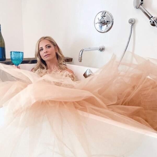 Le conseil de Sarah Michelle Gellar en cas de coup de mou : une belle robe et un verre de vin.