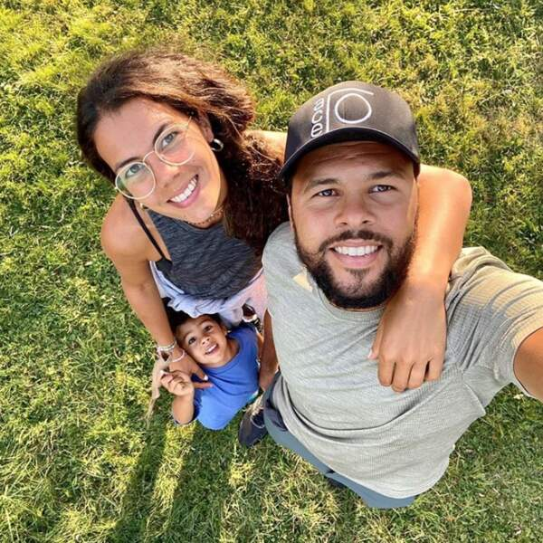 Selfie de famille pour Jo-Wilfried Tsonga, Noura El Shwekh et leur petit Sugar.