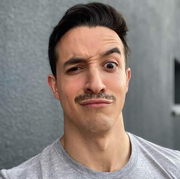 Point mode et beauté : Tibo InShape s'est fait pousser la moustache pour Movember.
