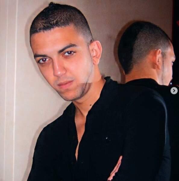 On vous laisse regarder dans le miroir quelle coupe arborait vraiment Jhon Rachid dans sa jeunesse.