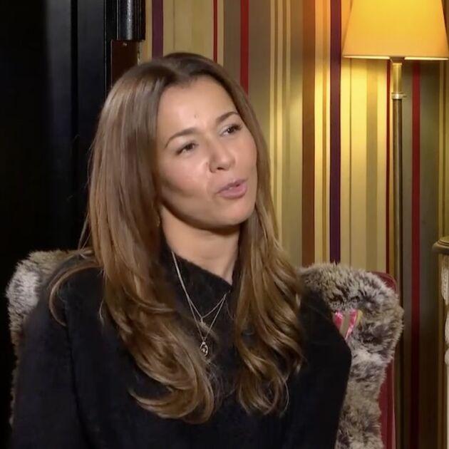 """Chimène Badi explique pourquoi elle ne veut pas d'enfant avec son compagnon Julien : """"Ça ne m'a jamais appelé"""""""