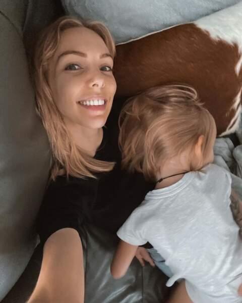 Et la youtubeuse Sandrea en plein câlin avec sa fille !