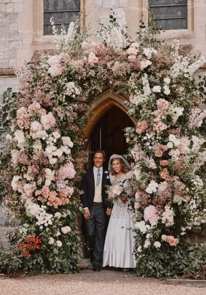 Le 17 juillet, la princesse Beatrice d'York (fille du prince Andrew) épouse Edoardo Mapelli Mozzi à Windsor