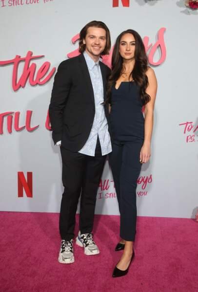Le 27 septembre, l'acteur Joel Courtney (The Kissing Booth) épouse Mia Scholink