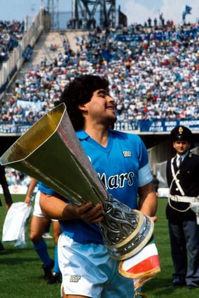 Vainqueur de la Coupe de l'UEFA en 1989 avec Naples contre Stuttgart.