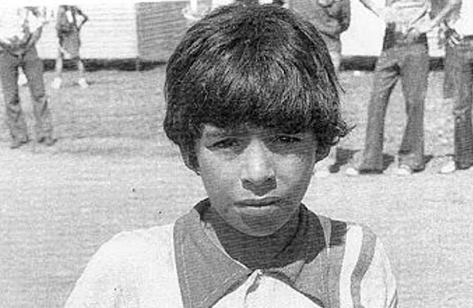 Diego Maradona est né le 30 octobre 1960 près de Buenos Aires. Ici à l'âge de 13 ans.