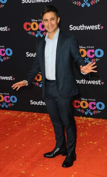 En VO, il est interprété par le ténébreux Gael Garcia Bernal...
