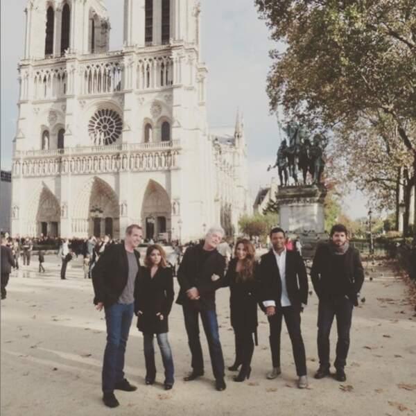 Julie Zenatti pose devant Notre-Dame de Paris, ce qui lui rappelle de bons souvenirs