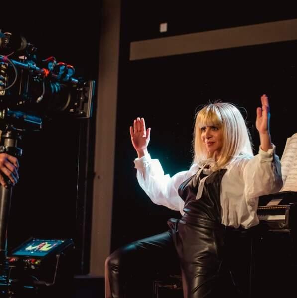 Quand Julie Zenatti tourne des clips, elle ne fait pas les choses à moitié !