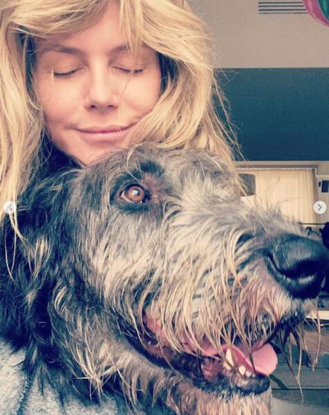 Gros câlin pour Heidi Klum et son chien Anton.