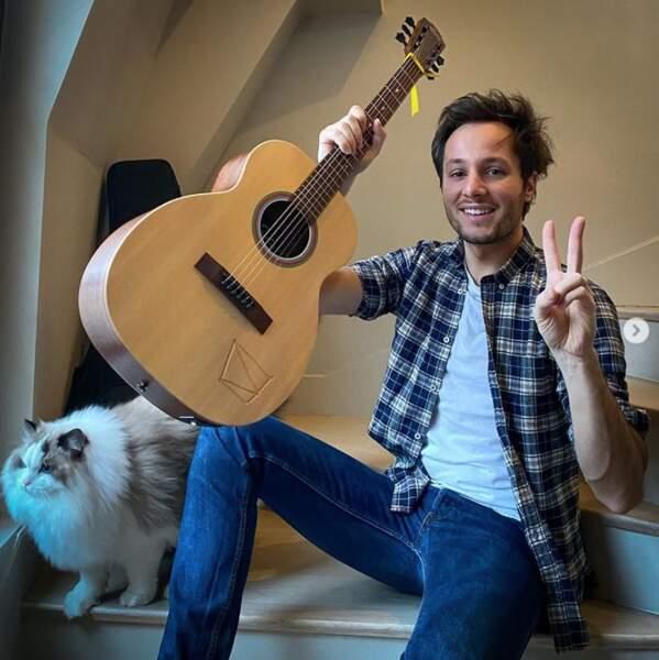 Allez, c'est pas tout ça mais Vianney nous attend pour un cours de guitare.