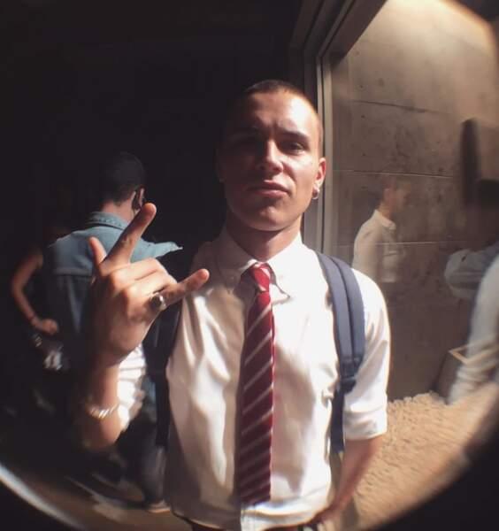 Dans Elite (Netflix), Aron Piper incarne Ander, un des lycéens de Las Encinas...
