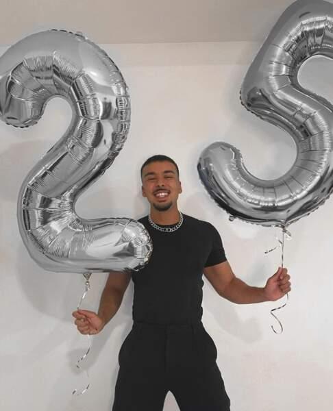 On souhaite un joyeux 25e anniversaire au youtubeur JohanPapz.