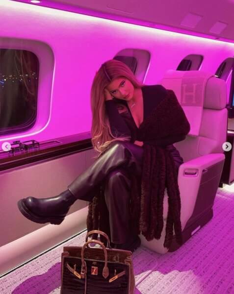 Kylie Jenner de cuir vêtue.