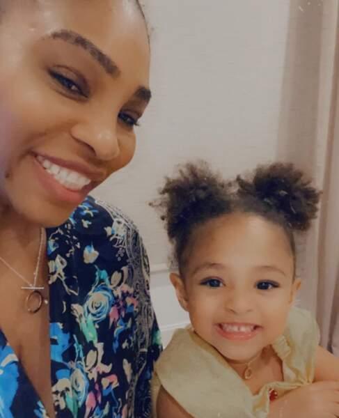 Selfie mère-fille pour Serena Williams et sa petite Olympia.