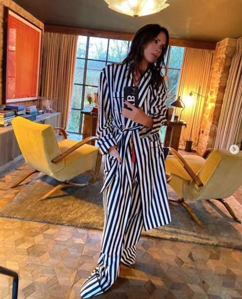 Victoria Beckham a oublié de faire un ourlet à son pantalon de pyjama.