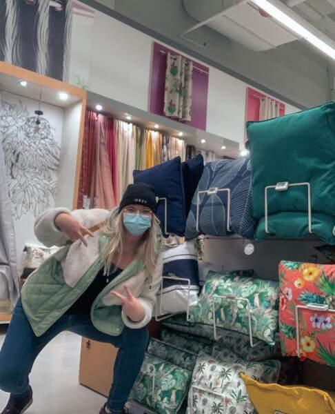 Allez, c'est pas tout ça mais on doit aller faire du shopping de coussins avec Lola Dubini.