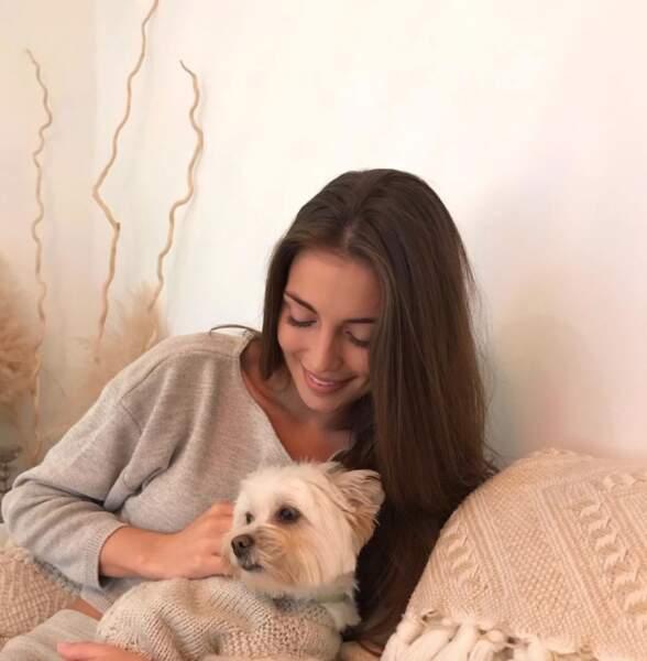 Sur le réseau social, elle aime poser avec son chien