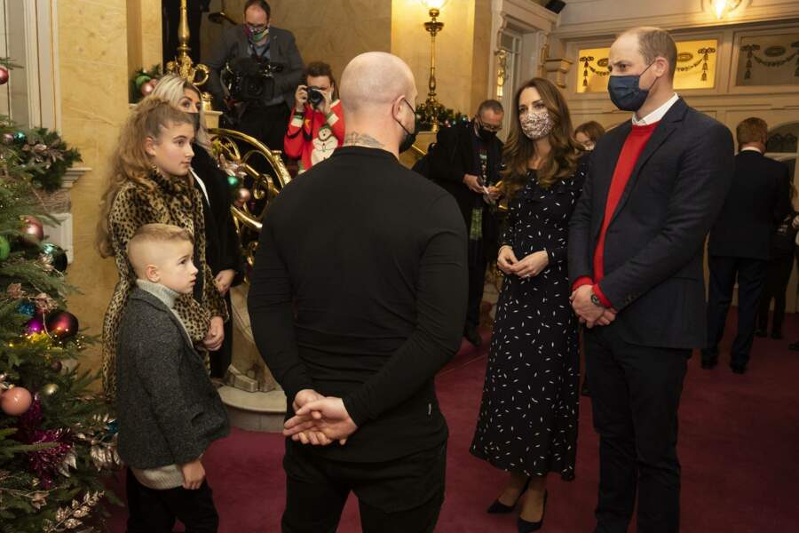 Kate et William en pleine discussion avec le fondateur d'une association