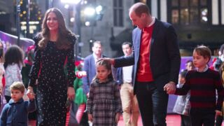 Kate et William en famille sur le tapis rouge : leurs images adorables avec George, Charlotte et Louis (PHOTOS & VIDEOS)