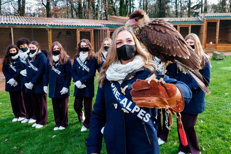 Les jeunes femmes ont été initiées à la fauconnerie