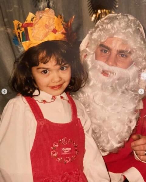 Et souvenir d'enfance pour Rita Ora en compagnie du Père Noël !