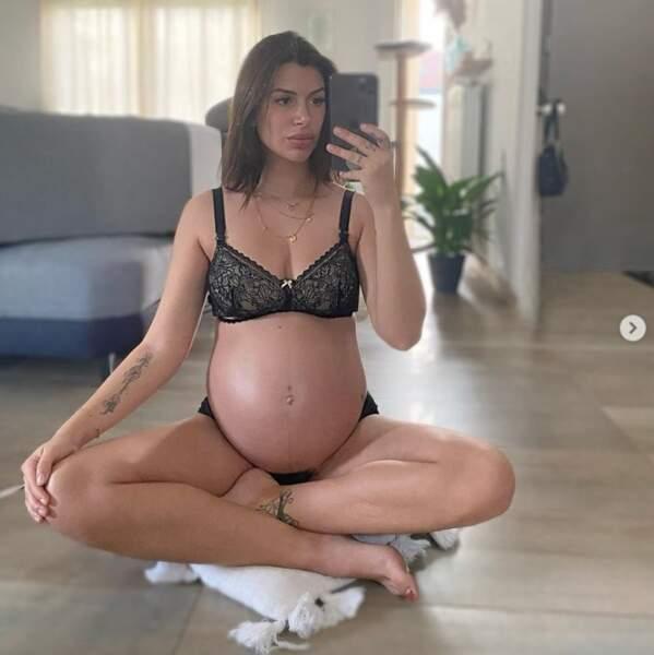 Et ça pousse toujours du côté de Maëva Martinez, enceinte de 35 semaines.