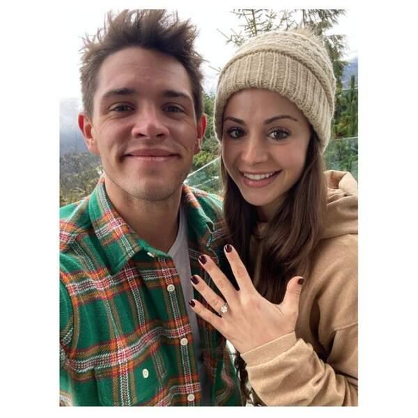 De très belles nouvelles ces derniers jours : Casey Cott de Riverdale s'est fiancé.
