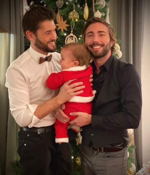 Christophe Beaugrand et son mari Ghislain Gerin ont habillé leur petit Valentin en Père Noël