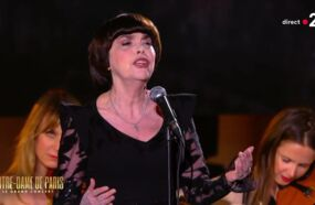 Mireille Mathieu craque en direct sur la scène de Notre-Dame de Paris, le grand concert (VIDEO)