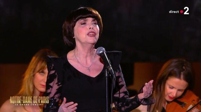 Mireille Mathieu craque en direct sur la scène de Notre Dame de Paris, le grand concert (VIDEO) - videos - Télé 2 semaines