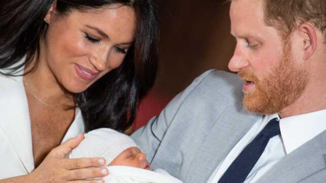 abc9dc0c89e21 Découvrez les premières photos du bébé du prince Harry et de Meghan ...