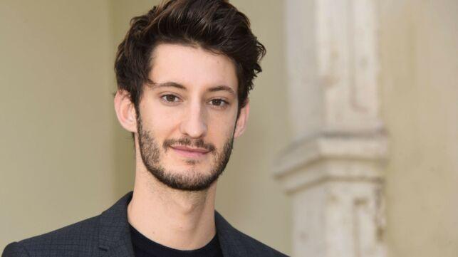Pierre Niney aimerait jouer dans la saison 4 de Dix pour cent (VIDEO) - actu - Télé 2 semaines