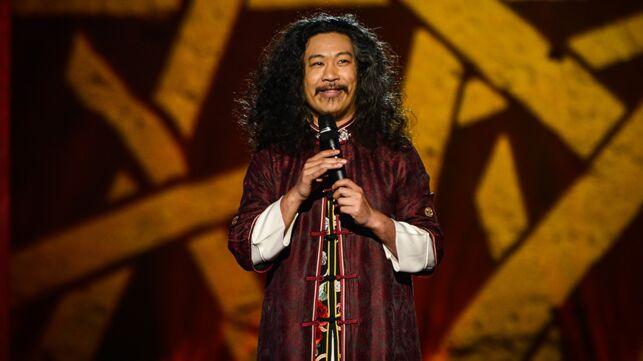 Marrakech du Rire 2019 : les larmes de Chinois Marrant, le clin d'œil de Gad Elmaleh à l'un de ses anciens sketchs... Les extraits à ne pas louper ! - actu - Télé 2 semaines