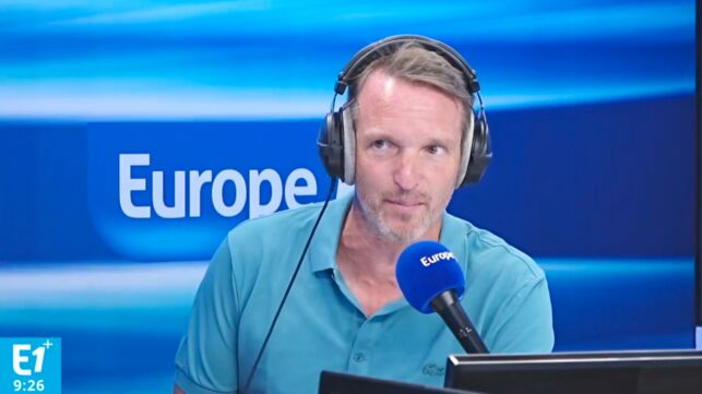 """Pour Stéphane Rotenberg (Pékin Express), être journaliste ou animateur télé peut """"coincer"""" à la douane (VIDEO) - actu - Télé 2 semaines"""