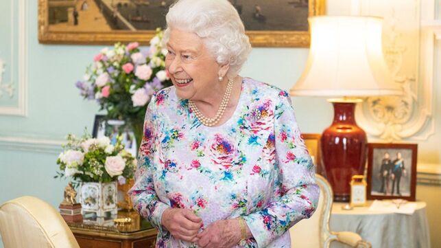 La reine Elisabeth II est complètement fan de certaines séries, découvrez lesquelles ! - actu - Télé 2 semaines