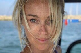 En maillot pour une sortie en mer, Cécile de Ménibus dévoile son corps bronzé  (PHOTOS)