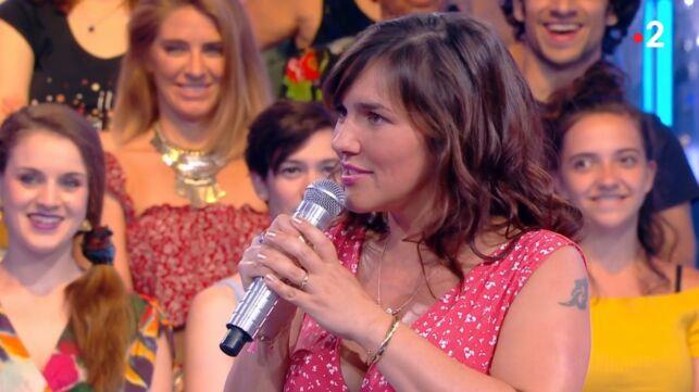 N'oubliez pas les paroles : Julie, la maestro de l'émission, invite le choriste Manu Vince à son mariage et lui fait une proposition originale ! (VIDEO) - actu - Télé 2 semaines