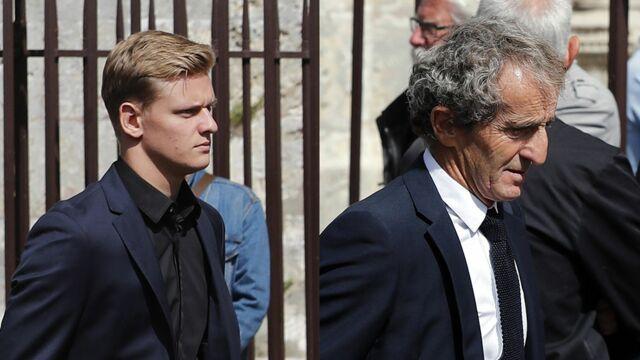 Obsèques d'Anthoine Hubert : Mick Schumacher, Alain Prost, Charles Leclerc... le monde de la Formule 1 rend un dernier hommage au jeune pilote (PHOTOS)