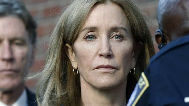 Felicity Huffman en prison : la star de Desperate Housewives passera deux semaines derrière les barreaux - actu - Télé 2 semaines