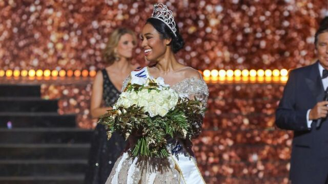 Miss France 2020 : Clémence Botino a découvert un joli cadeau laissé par Vaimalama Chaves dans l'appartement des Miss !