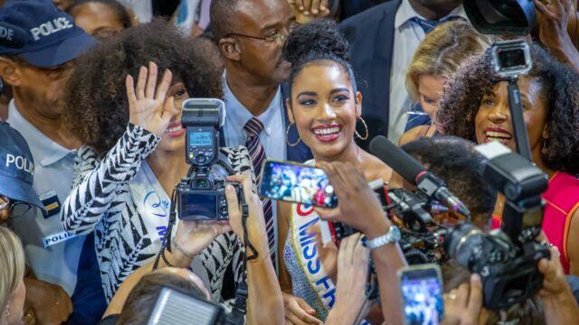 Miss France 2020: une foule immense pour le retour de Clémence Botino en Guadeloupe (PHOTOS)