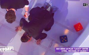 TPMP : comment Cyril Hanouna s'est-il retrouvé à quatre pattes, tenu en laisse par Michaël Youn et à lécher une gamelle par terre ? (VIDEO)