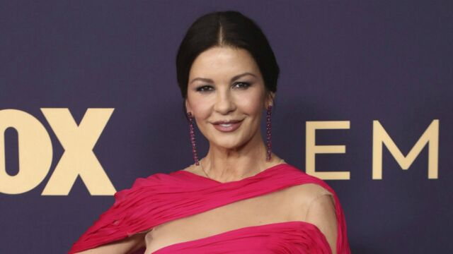 Catherine Zeta-Jones : elle rend dingues les internautes avec ses mystérieux yeux... gris !