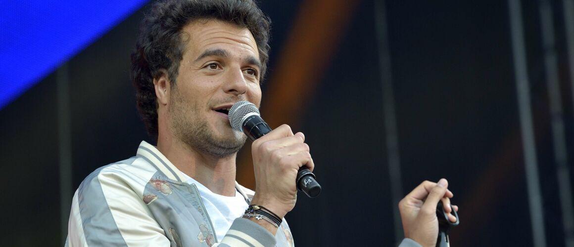 Amir crée la polémique en posant pancarte à la main (PHOTO) - actu - Télé 2 semaines