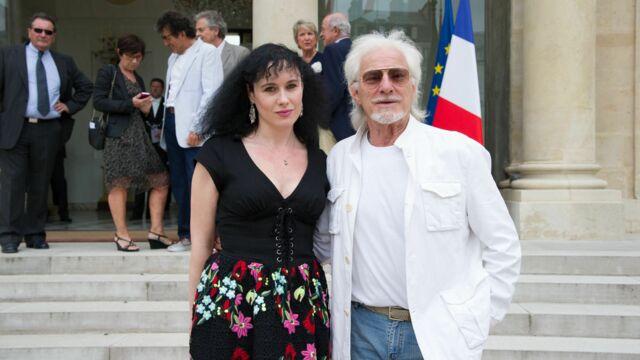 Hugues Aufray : le secret de sa jeunesse ? Muriel sa jeune compagne !